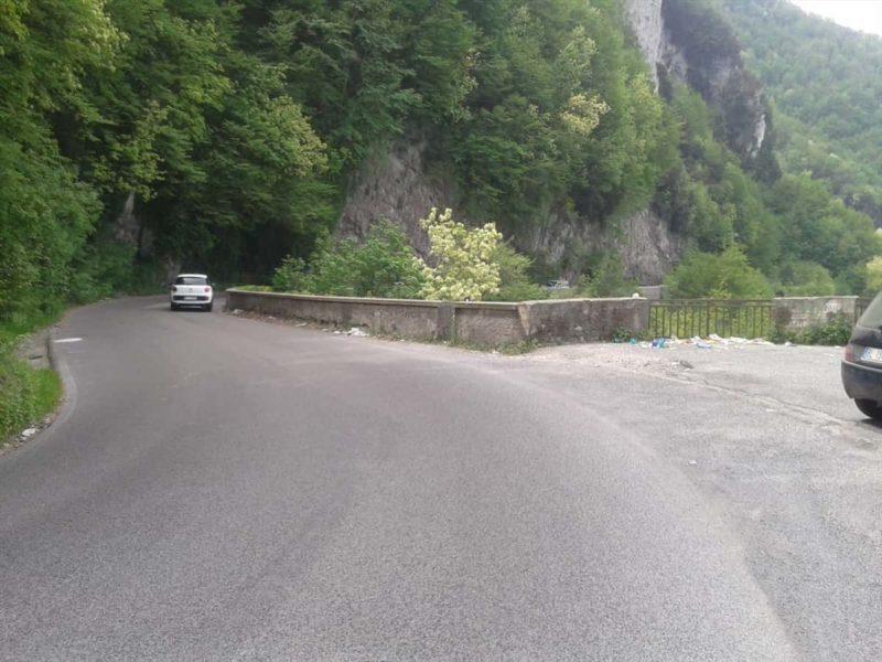 Valico di Chiunzi: nei valloni la discarica di Eternit prolifera. Allarme salute non importa a nessuno. (fonte il Vescovado)